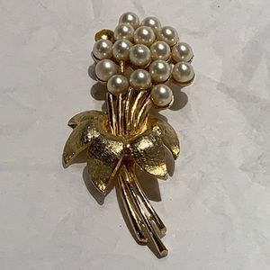 Vintage Gold Tone Flower Bouquet Brooch Faux Pearl